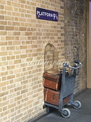 King's Cross Station にある 9と3/4番線ホーム