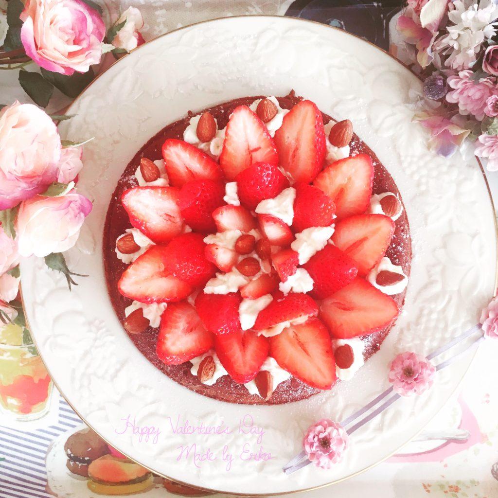 苺いっぱいガトーショコラ