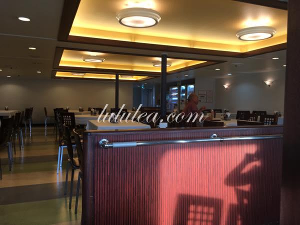 マルエーフェリーの食堂